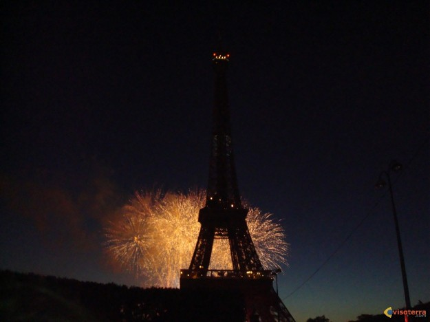 Feu d\'artifice Tour Eiffel