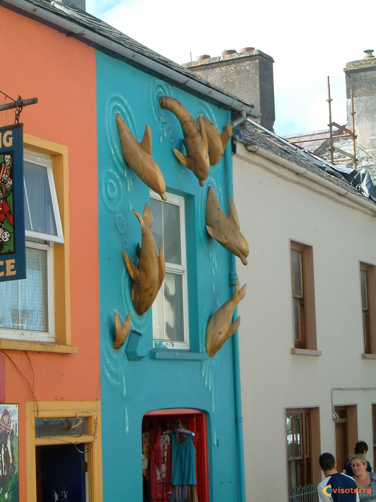 Façade dauphins à Dingle