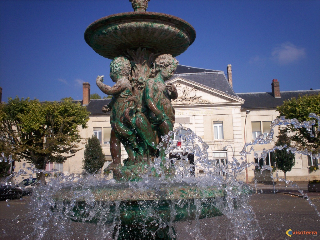 Photo fontaine de joigny for Piscine de joigny