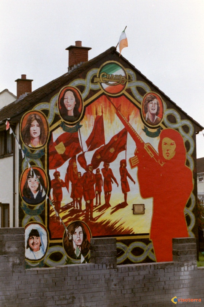 Women in struggle, quartier Ballymurphy, Belfast
