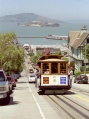 Cable-car remontant Russian Hill.